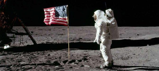 Saco com poeira lunar foi vendido por US$ 1,8 milhão