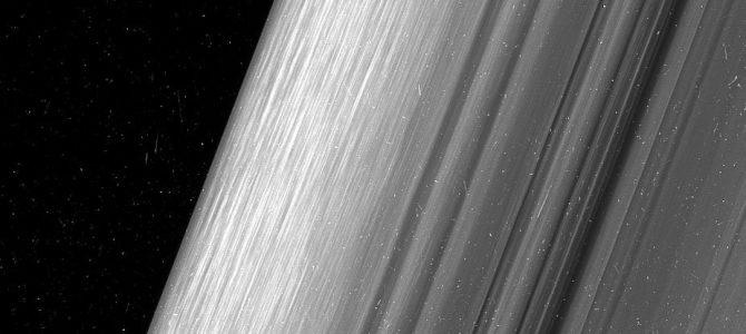 NASA divulga novas imagens dos anéis de Saturno