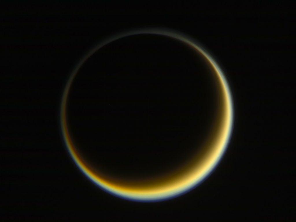 A câmara de ângulo estreito da espaçonave Cassini capturou esta imagem de Titã em 29 de maio de 2017.