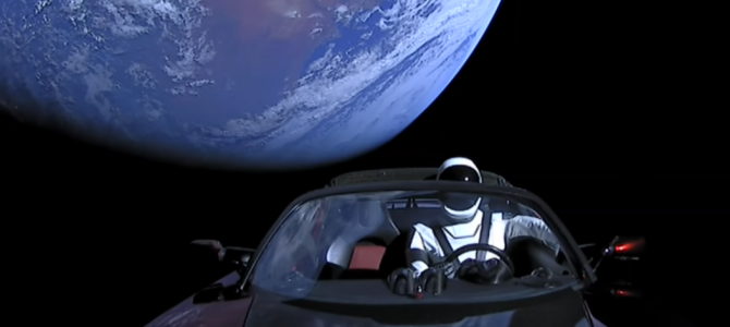 Carro enviado para o espaço pode colidir com a Terra