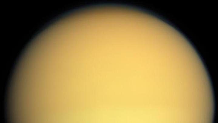 Titã é uma lua de Saturno onde pode haver vida como microrganismos.