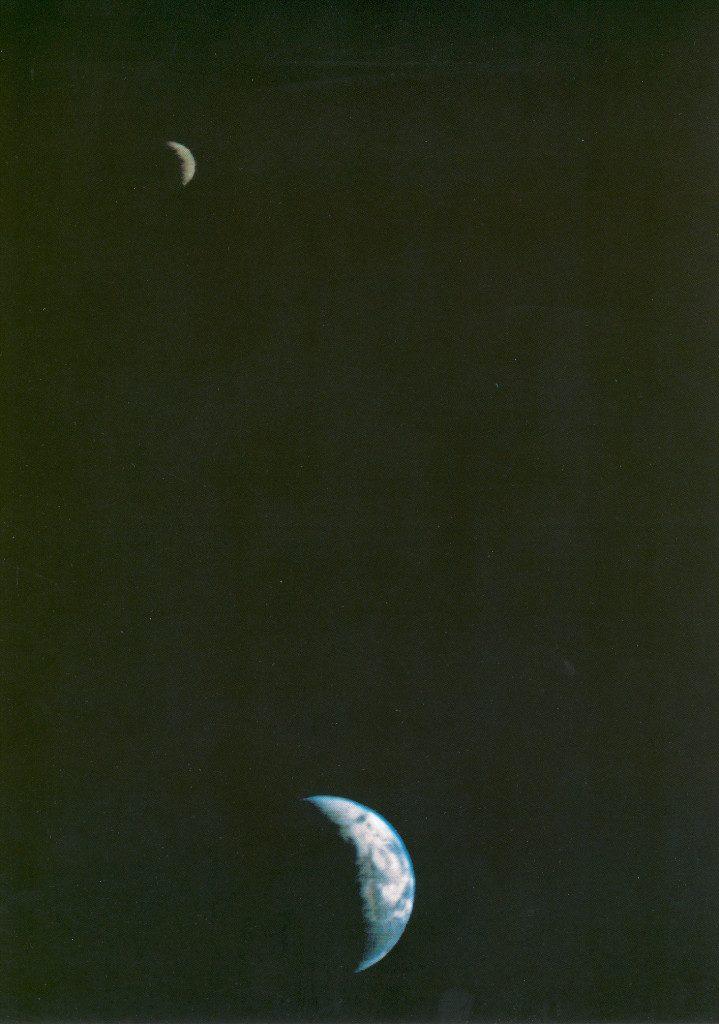 A primeira foto da Terra e da Lua em um único quadro.