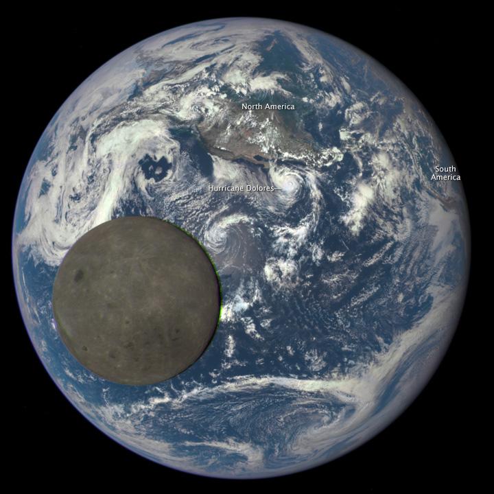 Momento em que a Lua passa na frente da Terra.