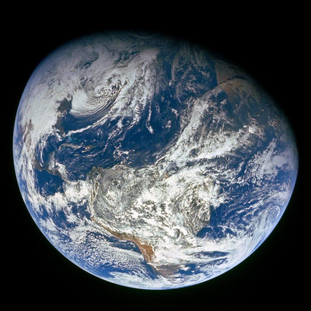 Imagem da Terra registrada durante a missão Apolo 18.