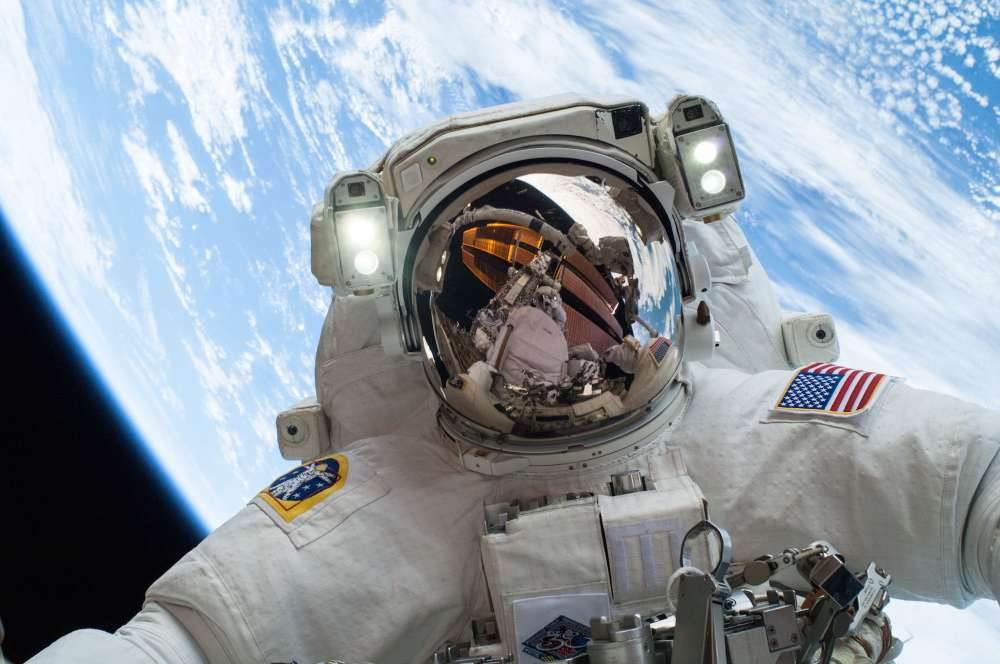 content-1519129807-nasa-astronaut-selfie-international-space-station-iss-earth-115723071151194957269o