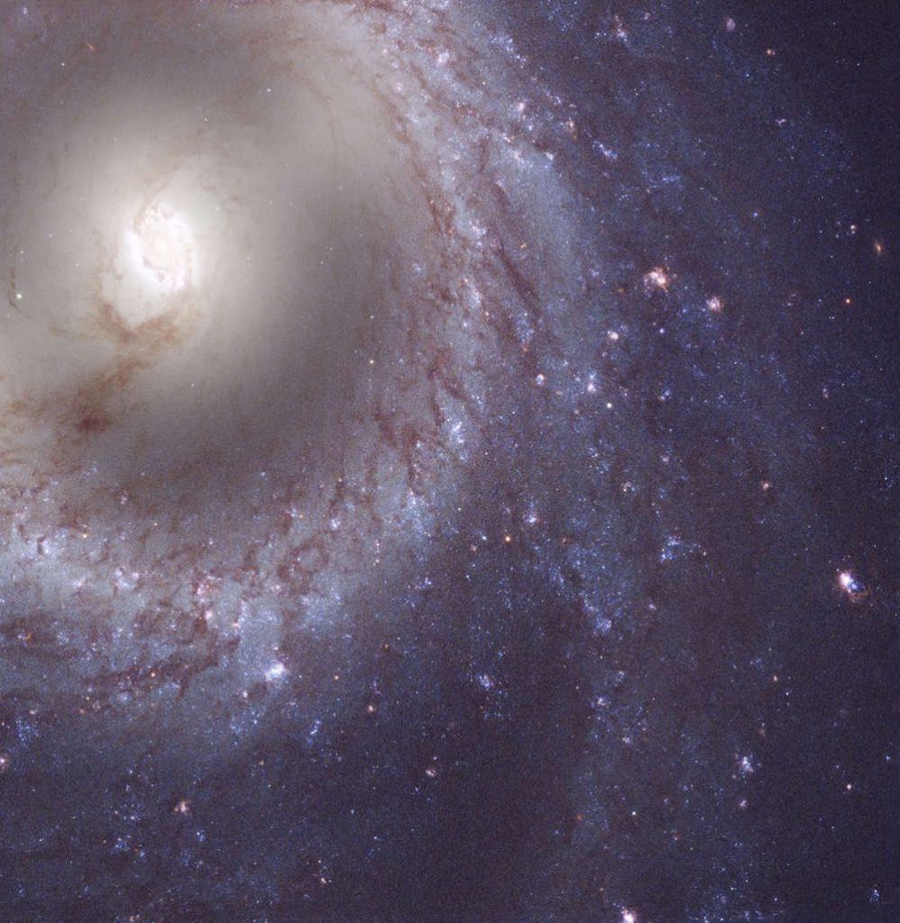 M95 é uma galáxia espiral barrada encontrada a 33 milhões de anos-luz de distância.