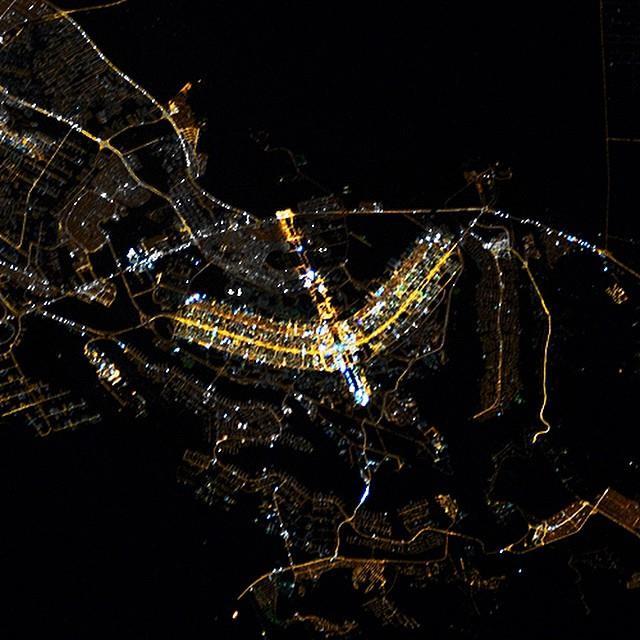 E essa é uma imagem noturna de Brasília a partir do espaço.