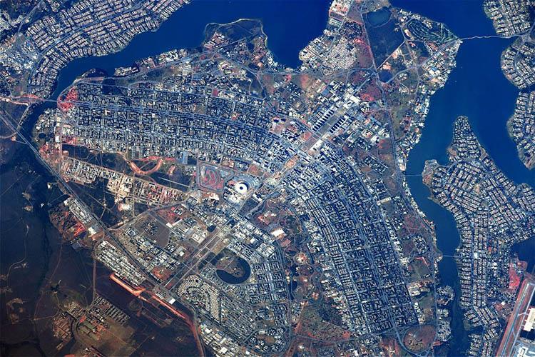 Essa imagem mostra a capital do país, Brasília, vista do espaço. Ela foi registrada pelo cosmonauta russo Sergey Ryazansky.