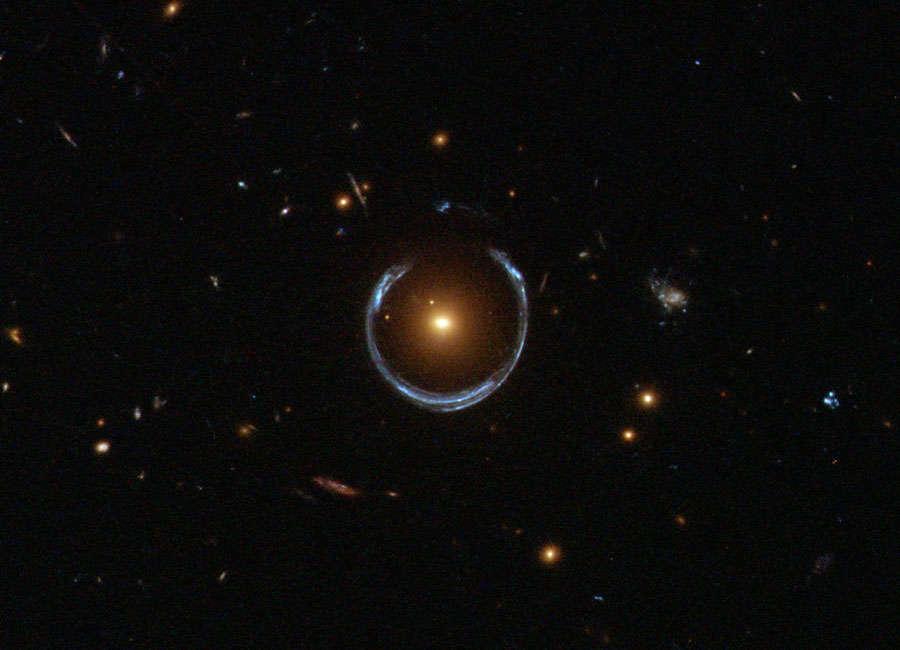 A lente gravitacional da galáxia LRG 3-757.