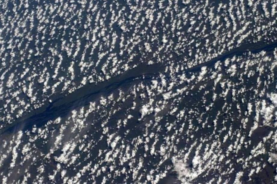 """O cosmonauta russo Alexander Gerst registrou essas nuvens """"com medo"""" de um rio no Brasil."""